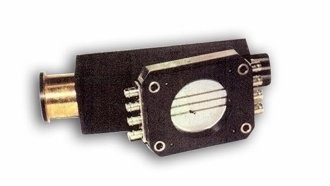 Вариант исполнения ренгеновского кристаллического спектрометра с микроканальной пластиной